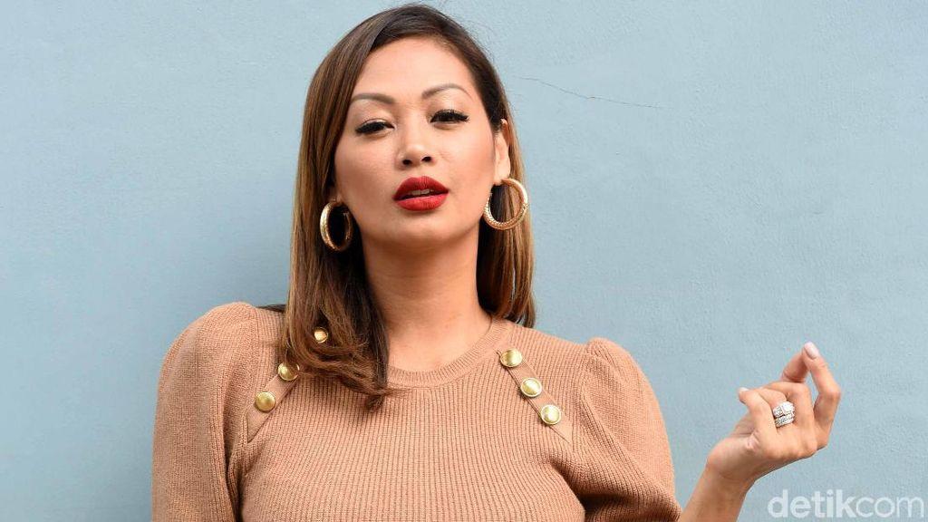 Indah Kalalo Makin Eksotis di Usia 41 Tahun: Bangga Kulit Sawo Matang