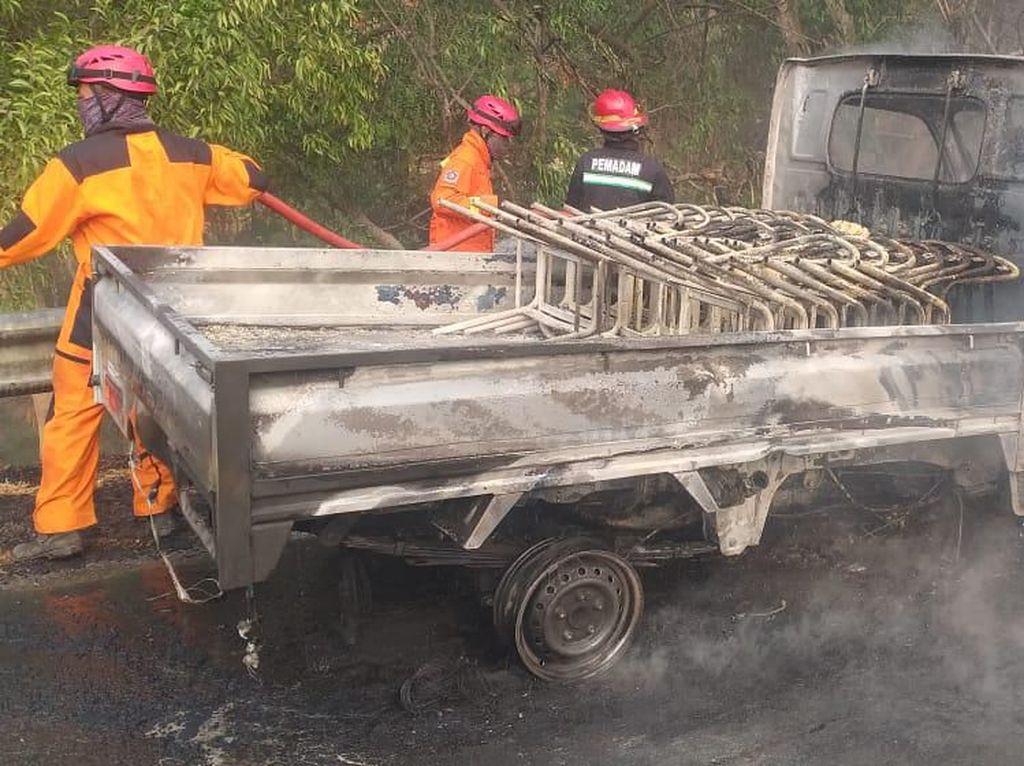 Mobil Pikap Terbakar di Tol Cipularang Km 70