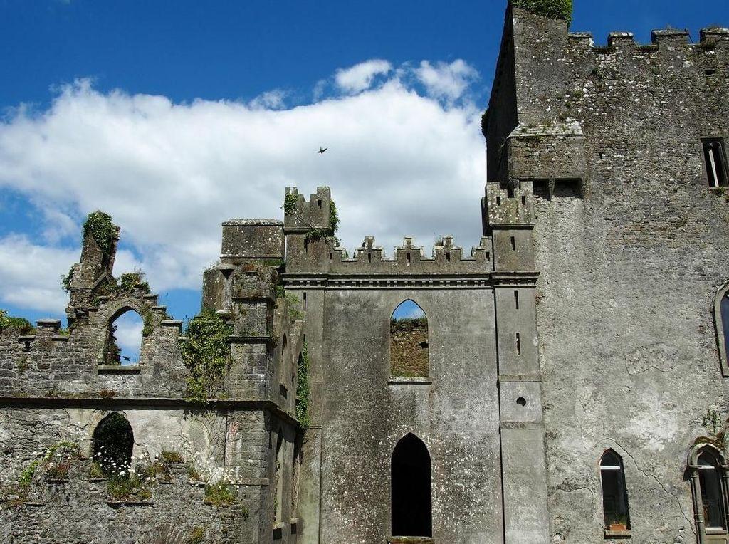 Mungkin Ini Kastil Paling Angker Sedunia, Banyak Hantunya!