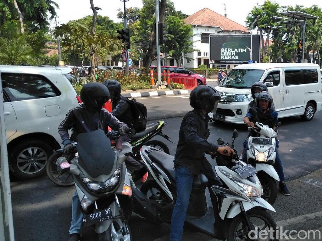 Tingkah Aneh Pengendara di Surabaya Saat Hindari Operasi Zebra Semeru