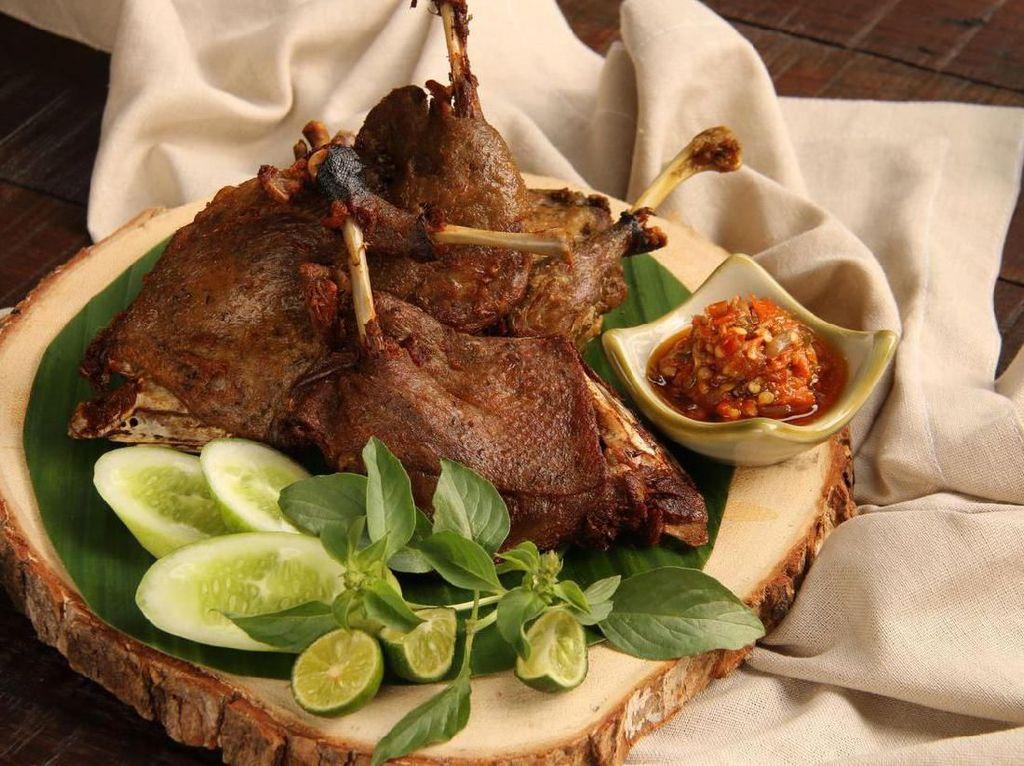Uenaak Poll! 5 Nasi Bebek di Surabaya Legendaris dan Enak