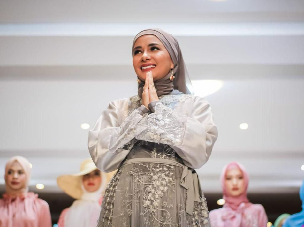 Berhijab, Meisya Siregar Tekuni Dunia Fashion