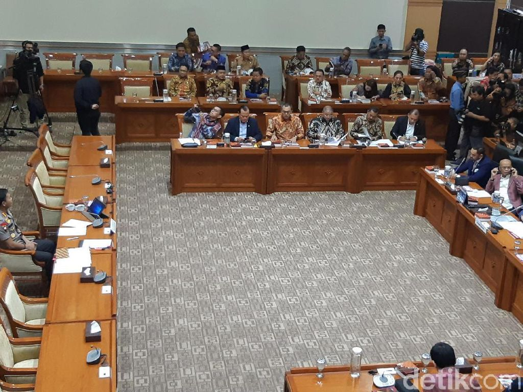 Video Momen Komisi III Aklamasi Setuju Idham Azis Jadi Kapolri