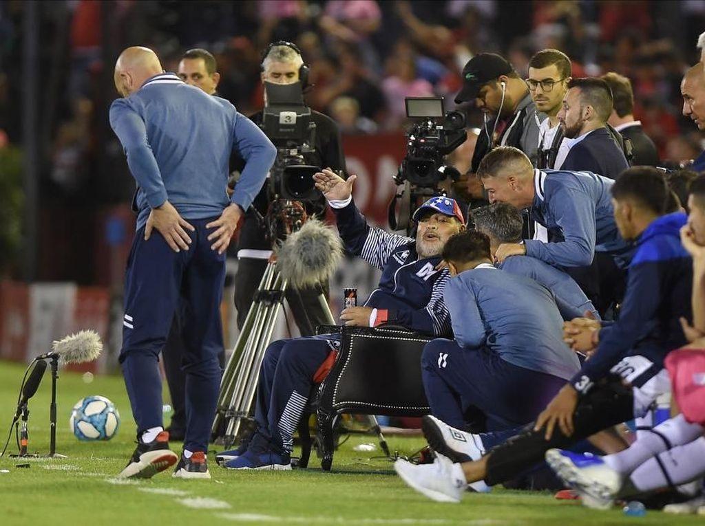 Ketika Klub Masa Kecil Messi Menyambut Raja Maradona
