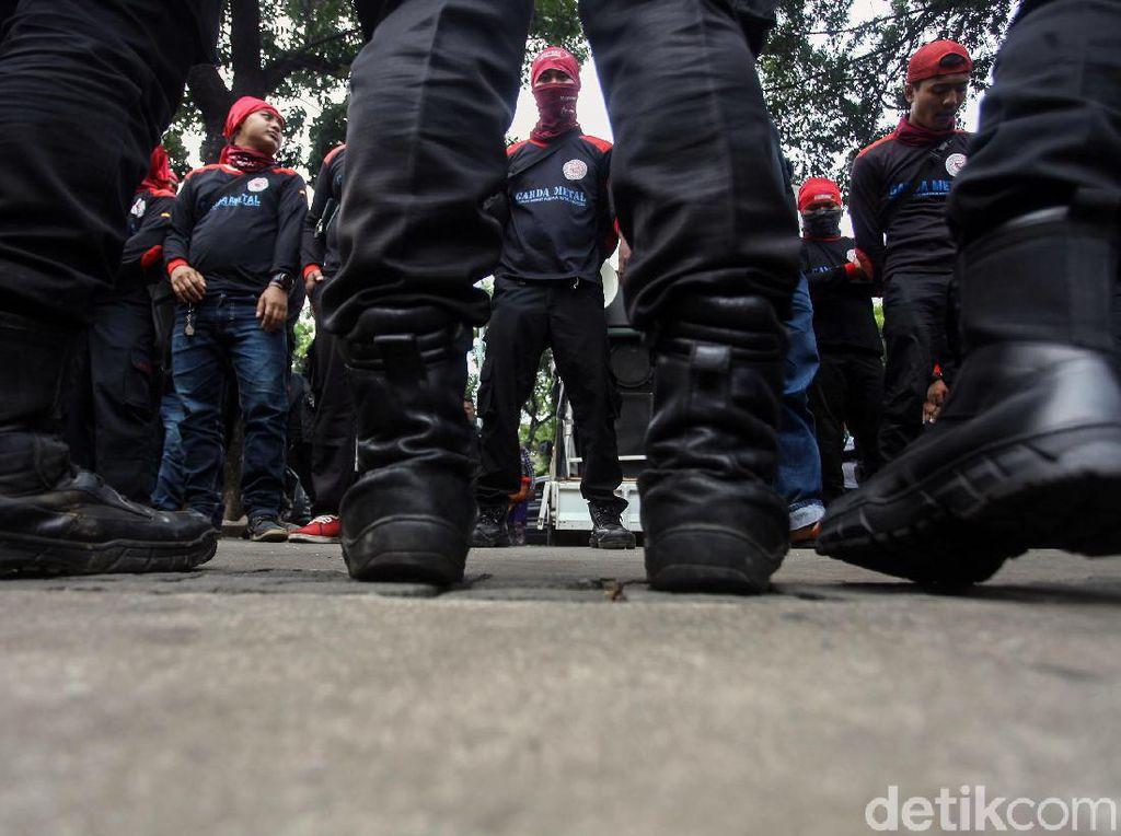 Ratusan Buruh Geruduk Kantor Anies Tuntut UMP Rp 4,6 Juta