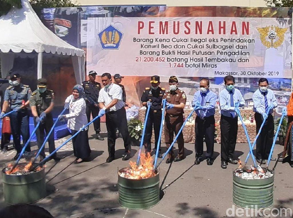 Bea Cukai Musnahkan Rokok dan Miras Ilegal Rp 12 Miliar di Makassar