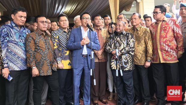 Ketua Komisi III DPR Herman Hery (tengah) meminta Polri semakin waspada pasca-bom Medan.