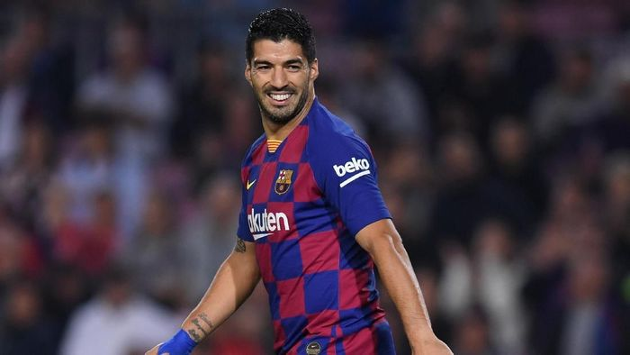 BARCELONA, SPAIN - OCTOBER 29: Luis Suarez of FC Barcelona looks on during the Liga match between FC Barcelona and Real Valladolid CF at Camp Nou on October 29, 2019 in Barcelona, Spain. (Photo by Alex Caparros/Getty Images)
