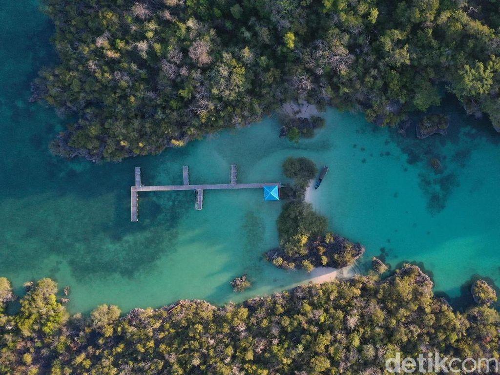 Foto Drone: Pulau Bair, Surga Kecil dari Maluku