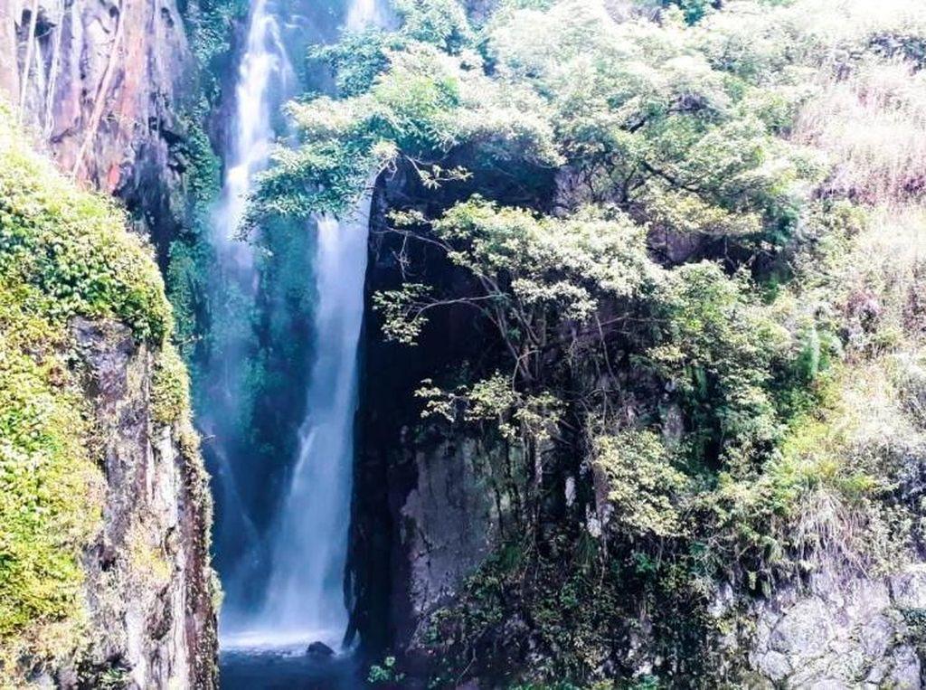 Air Terjun Cantik dari Samosir