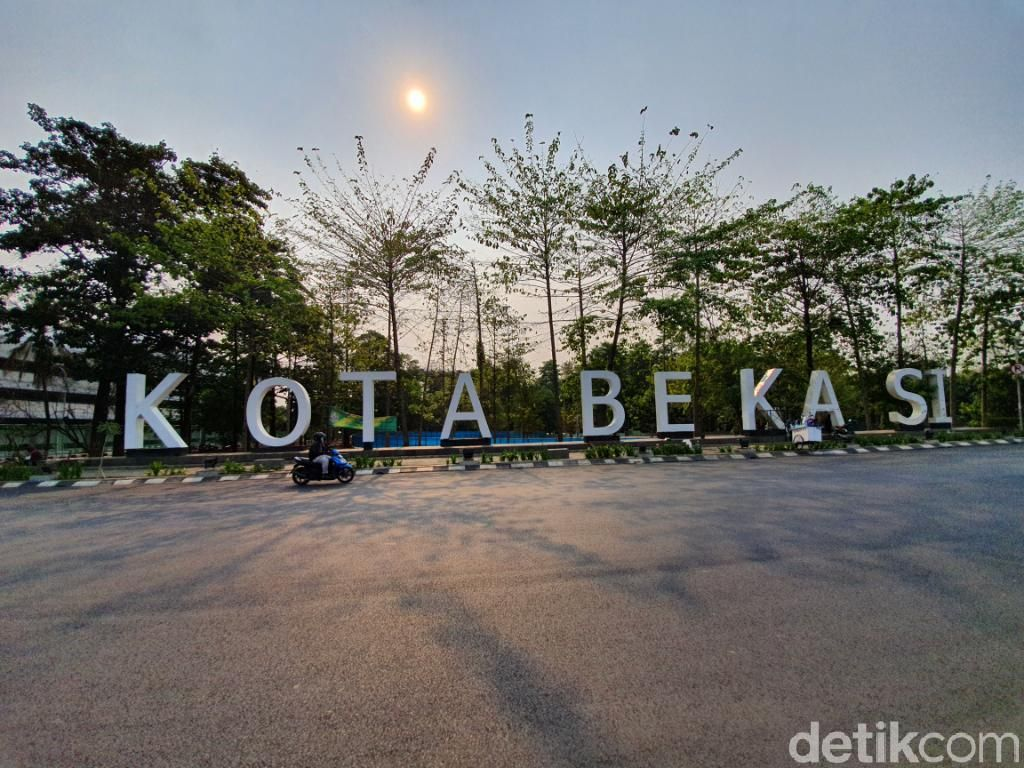 Berkerumun, ABG Bekasi Tiktokan di Gedung Parkir Stadion Patriot Dibubarkan