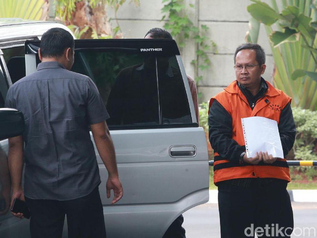 Diperiksa KPK, Tersangka Kasus Pajak Dealer Jaguar-Bentley Tutupi Borgol