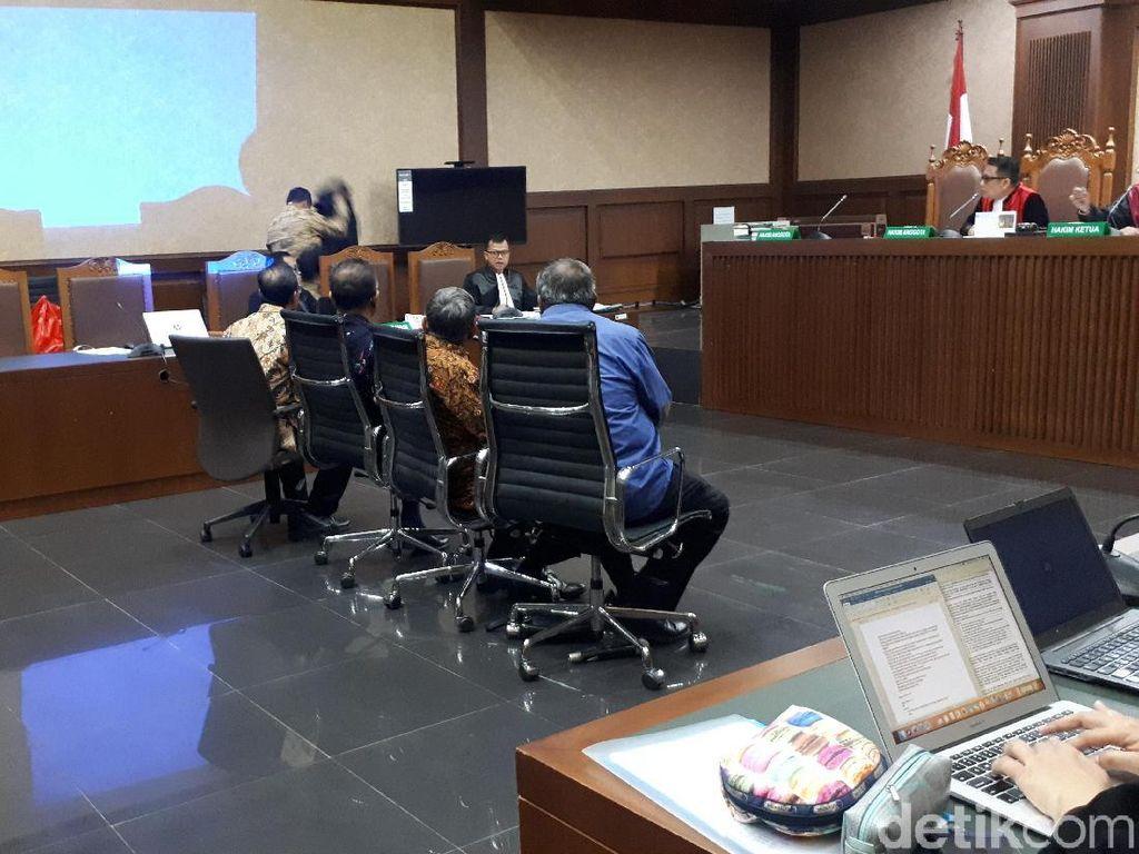 Hakim ke Saksi Sidang Rommy: Jangan Lempar Batu Sembunyi Tangan