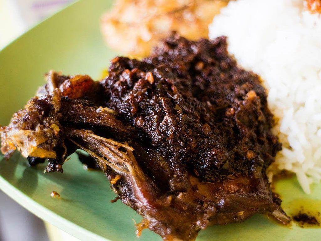 Jajan Nikmat di 5 Warung Nasi Bebek Madura yang Populer