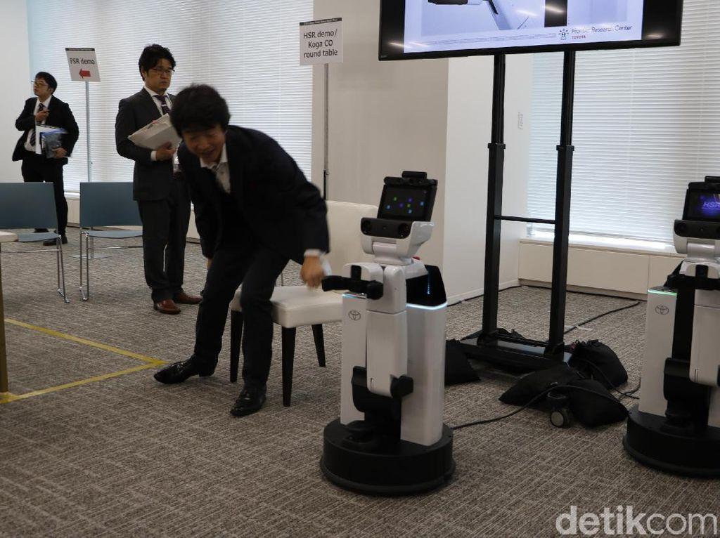 Kenalan dengan HSR, Robot Pembantu Manusia Buatan Toyota