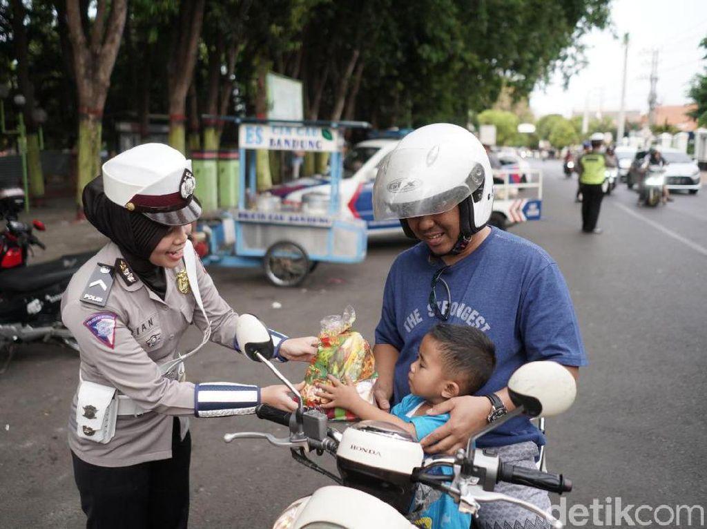Operasi Zebra di Kota Probolinggo, Yang Tertib Diberi Snack dan Boneka