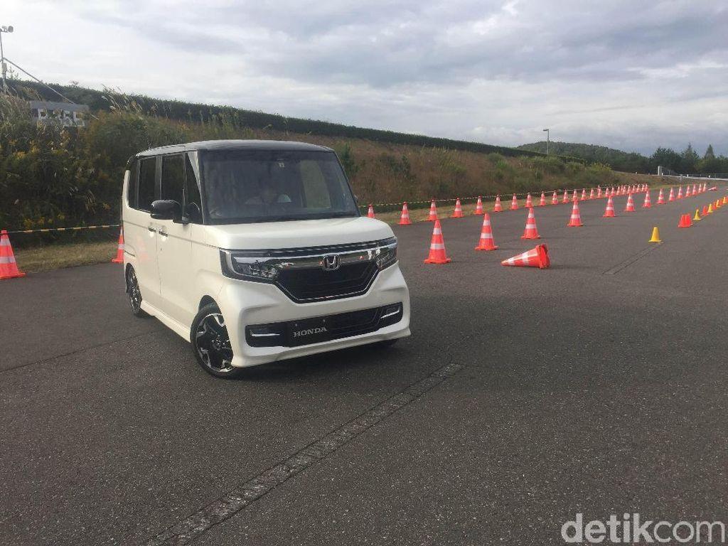 Menjajal Mobil Mungil Honda Berteknologi Bebas Kecelakaan