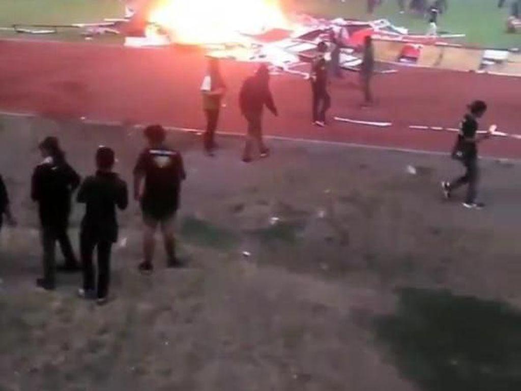 Khofifah Minta Polisi Usut Aksi Pembakaran oleh Bonek di Stadion GBT