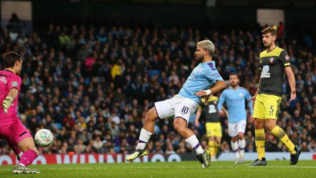 Aguero mencetak gol keduanya ke gawang Southampton
