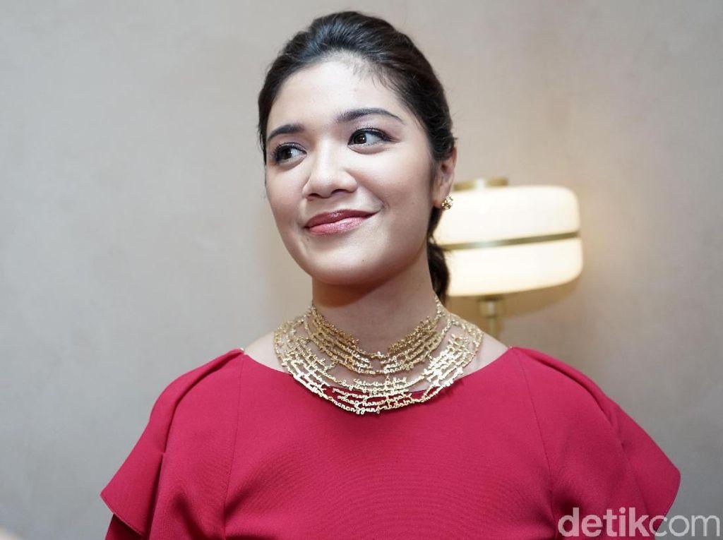 Gaya Istri Nadiem Makarim Pakai Kalung Unik, Cuma Satu di Indonesia