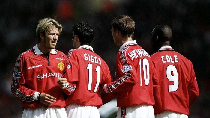 Manchester United sebagai juara bertahan malah tidak ikut Piala FA 1999/2000 (Ben Radford /Allsport)
