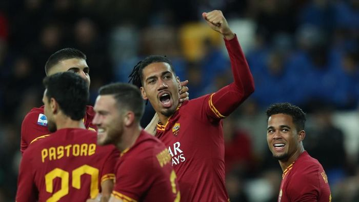 AS Roma berniat mempermanenkan status Chris Smalling (Foto: Gabriele Maltinti / Getty images)