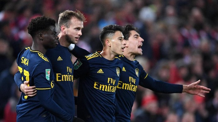 LIVERPOOL, ENGLAND - OCTOBER 30: Gabriel Martinelli of Arsenal celebrates after scoring his teams second goal with Rob Holding, Hector Bellerin and Bukayo Saka of Arsenal during the Carabao Cup Round of 16 match between Liverpool and Arsenal at Anfield on October 30, 2019 in Liverpool, England. (Photo by Laurence Griffiths/Getty Images)