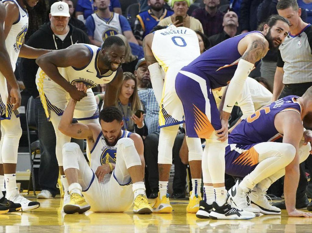 Kalah Lagi, Warriors Juga Kehilangan Curry yang Patah Tangan Kiri