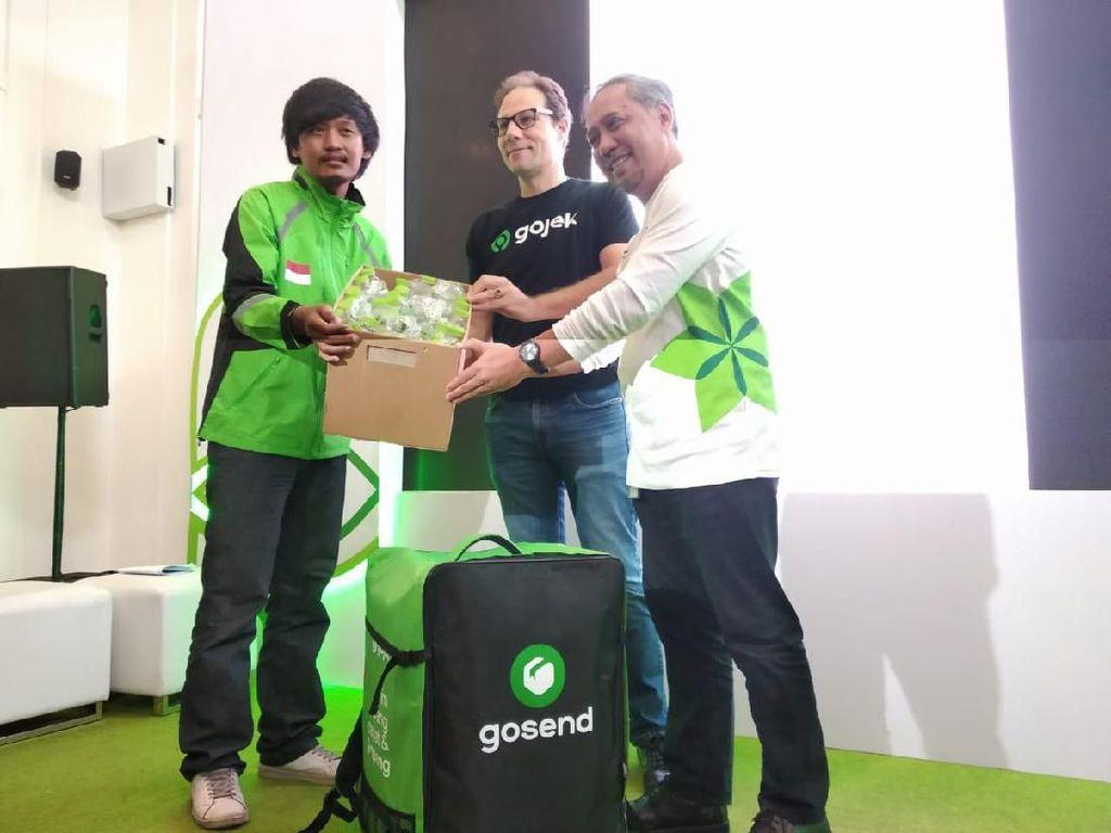 Ades Gaet Gojek, Ajak Masyarakat Kumpulkan Sampah Plastik