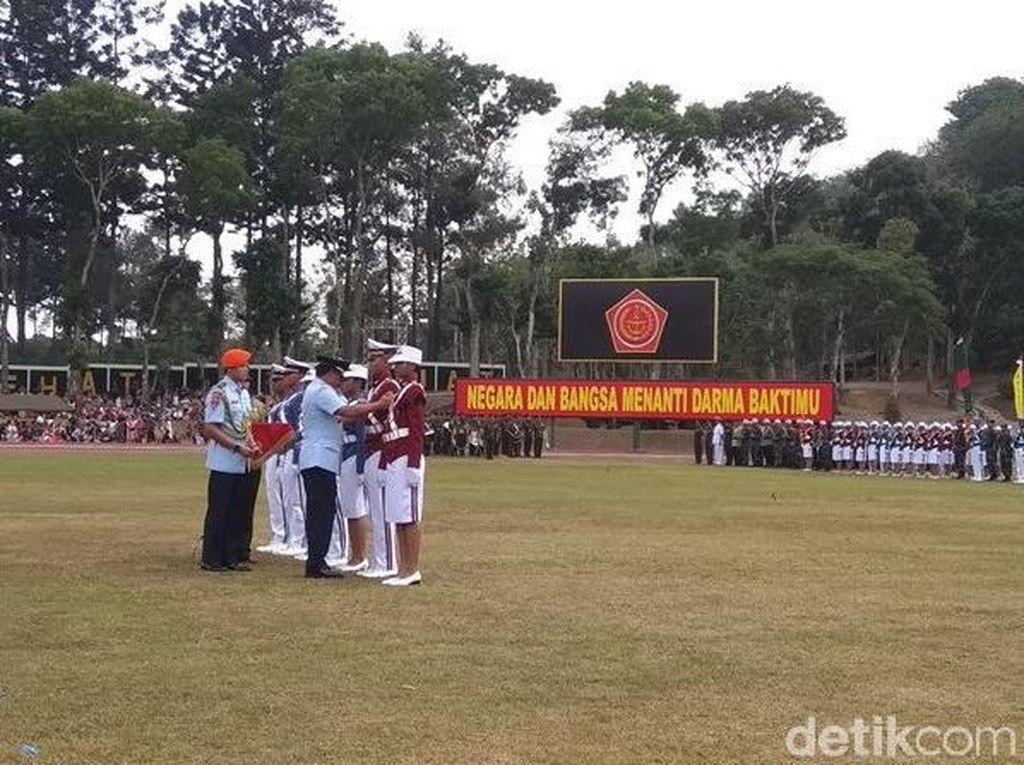 Panglima TNI Wisuda 860 Prajurit Taruna, Enzo Jadi Bintang