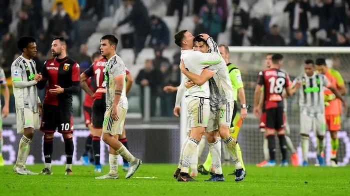 Miralem Pjanic mengkritik kegaduhan soal wasit di pekan ke-10 Liga Italia. (Foto: Massimo Pinca / Reuters)