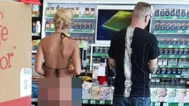 Turis Pakai Bikini Terlalu Seksi di Bali Menuai Kontroversi