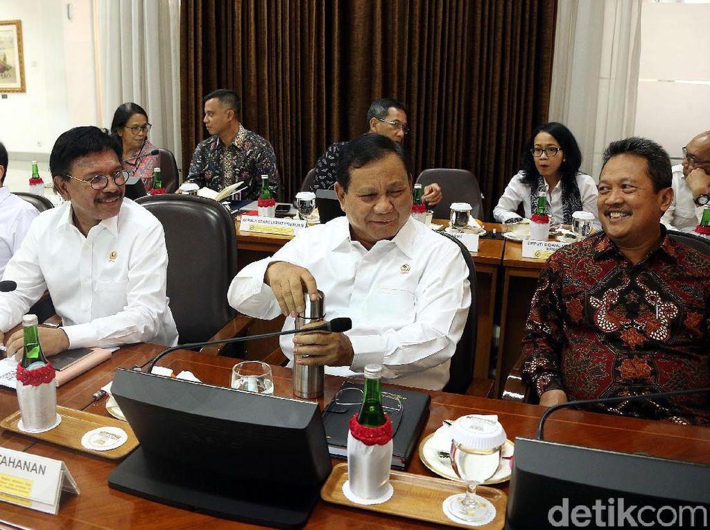 Momen Ratas Perdana Prabowo Bareng Jokowi
