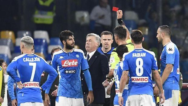 Momen Ancelotti dikartu merah wasit di laga Napoli vs Atalanta