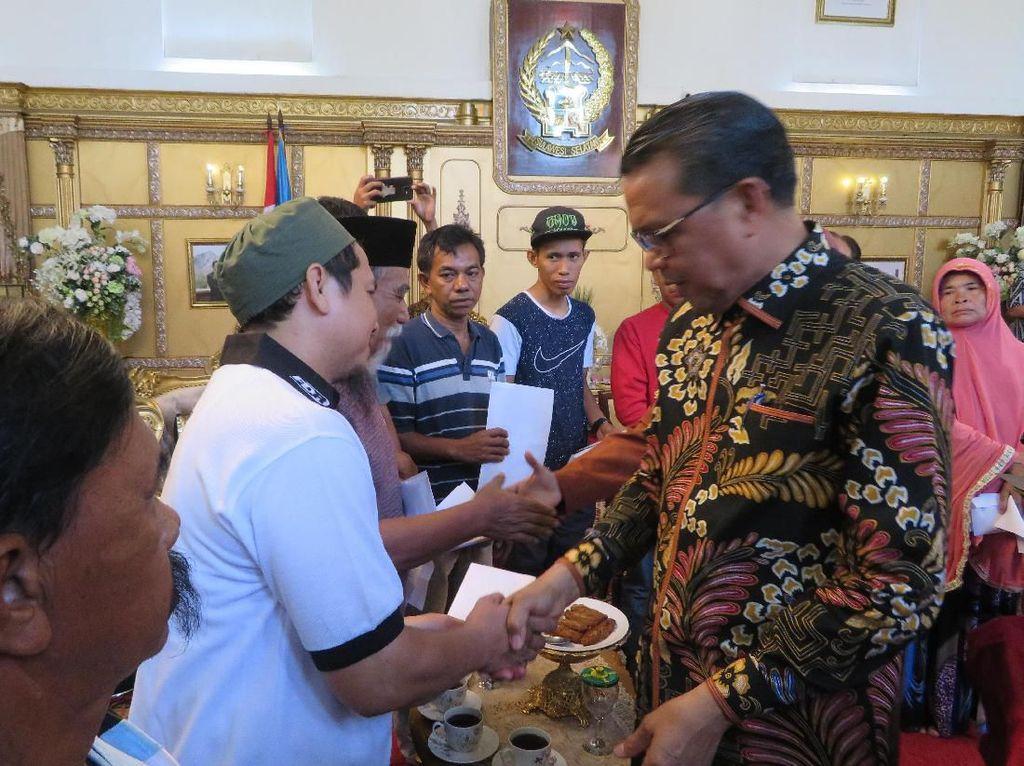 Gubernur Sulsel Beri Bantuan ke Korban Kebakaran di Makassar