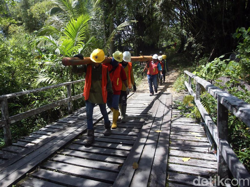 Potret Kerja Keras PLN Terangi Perbatasan Indonesia