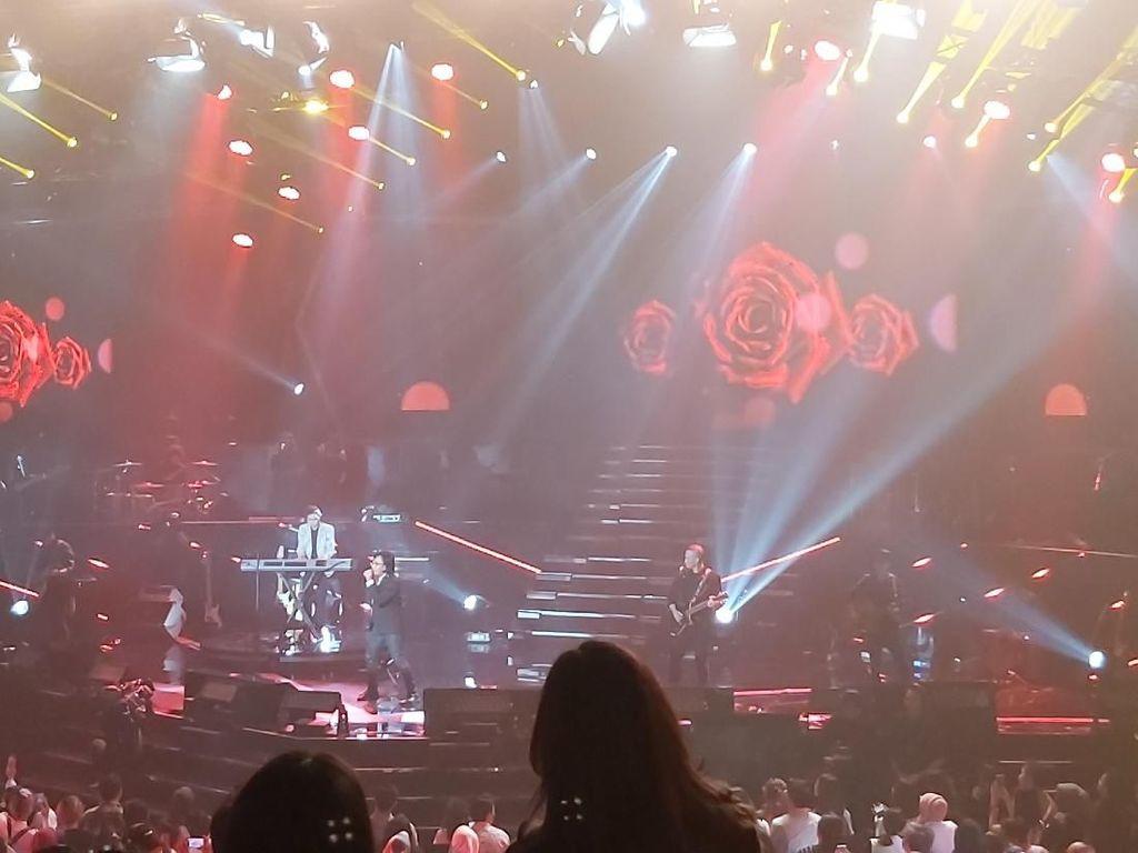 Konser Sang Pecinta Bawa Nostalgia Dewa 19 Bersama Penggemar