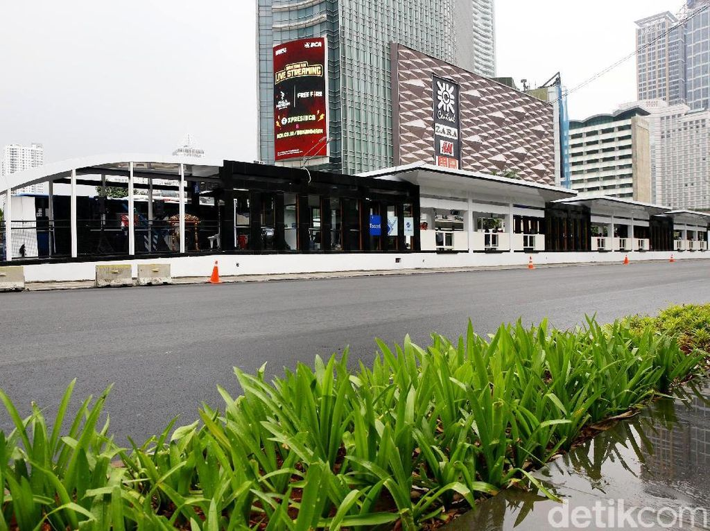 Foto Halte Transjakarta di Kawasan Bundaran HI Sebelum Dirusak Massa
