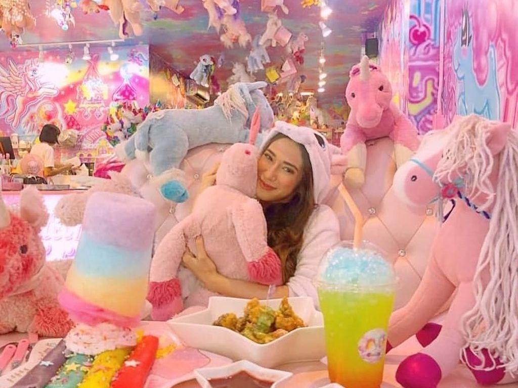 Cute! Kafe Unicorn Ini Jadi Tempat Makan Paling Warna-warni di Dunia