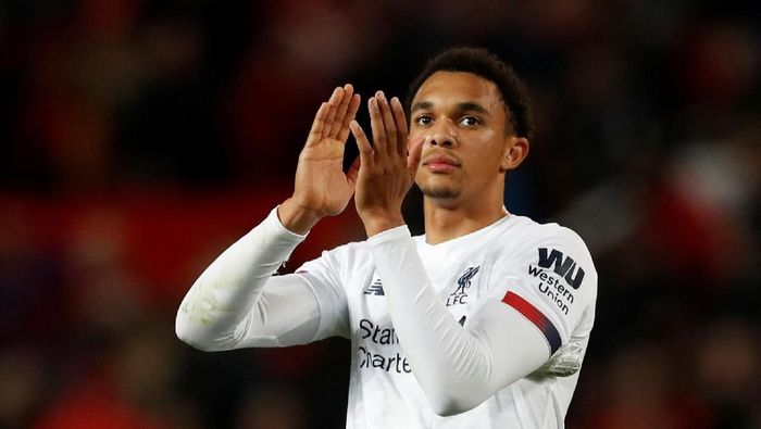 Soccer Football - Premier League - Manchester United v Liverpool - Old Trafford, Manchester, Britain - October 20, 2019  Liverpools Trent Alexander-Arnold applauds fans after the match        REUTERS/Russell Cheyne  EDITORIAL USE ONLY. No use with unauthorized audio, video, data, fixture lists, club/league logos or