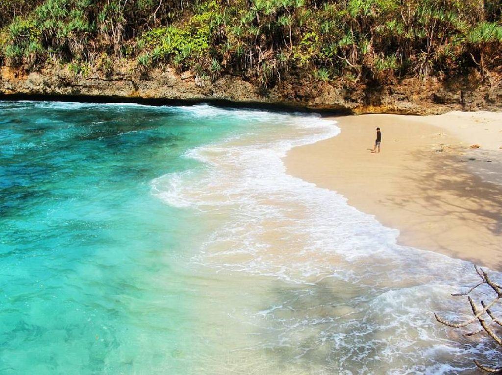 5 Fakta Menarik Pantai Banyu Meneng yang Indah di Malang