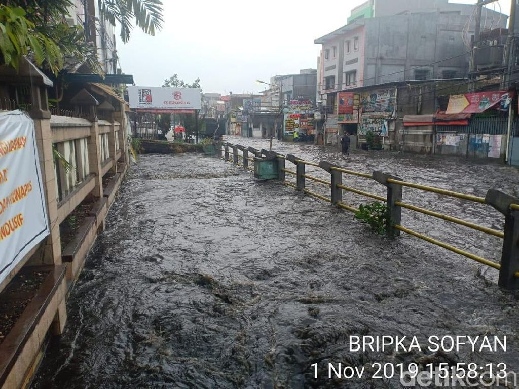 Hujan Deras Guyur Bandung, Jalan Pagarsih Banjir