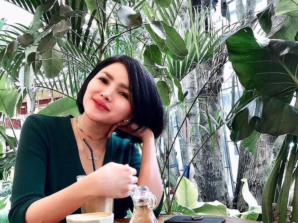 Momen Kuliner Intan Hardja Presenter Cantik yang Heboh Lepas Hijab