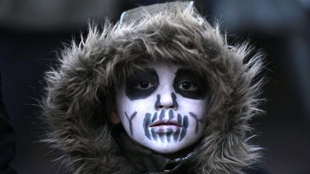 A participant in a Halloween zombie walk event poses in Essen, western Germany on October 31, 2019. (Photo by INA FASSBENDER / AFP)