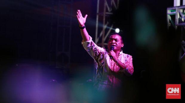 Ketua Umum PKB Muhaimin Iskandar saat perayaan hari ulang tahun ke-20 fraksi DPR RI di Komplek Parlemen Senayan,  Jakarta,  Kamis 31 Oktober 2019. Acara Harla dimeriahkan dengan hiburan 'The Godfather of Broken Heart', Didi Kempot. CNN Indonesia/Andry Novelino