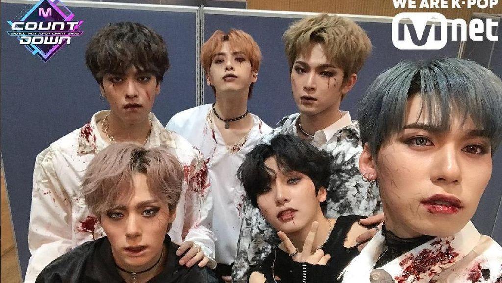 Hebohnya Girlband & Boyband KPop Pakai Kostum Halloween Saat Manggung
