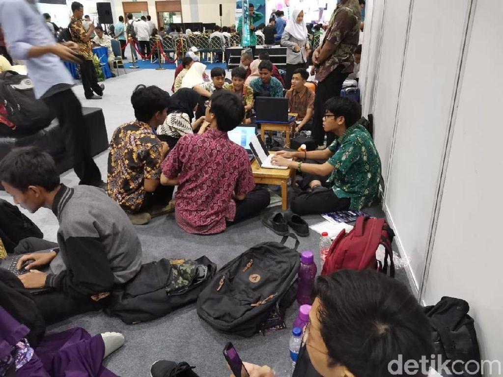 Hujan Lebat, Pemburu Diskon di Indocomtech 2019 Tetap Ramai