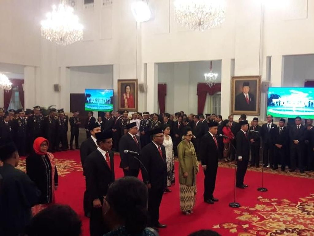 Selain Kapolri, Presiden Jokowi Juga Lantik 9 Komisi Kejaksaan