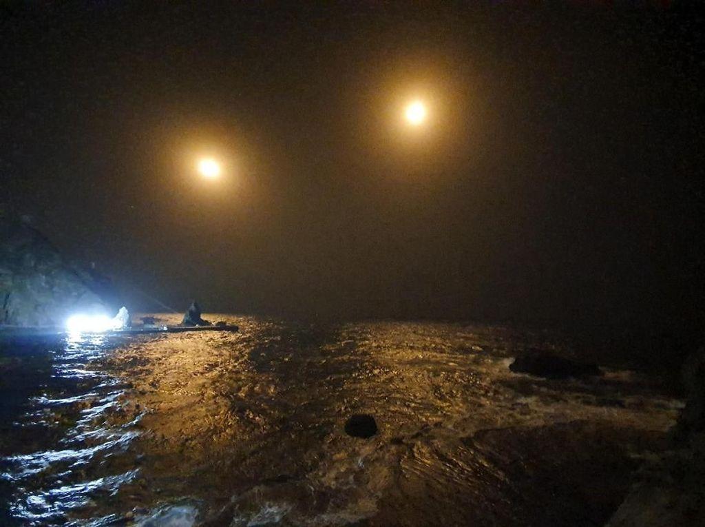 Helikopter Penyelamat Jatuh Saat Bawa Nelayan Terluka, 7 Orang Hilang