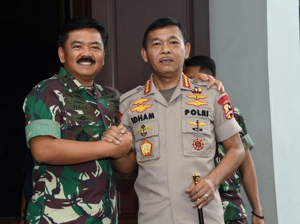Gaya Salam Komando Kapolri Idham Azis dan Panglima TNI